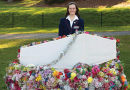 Flowery grave for plastics